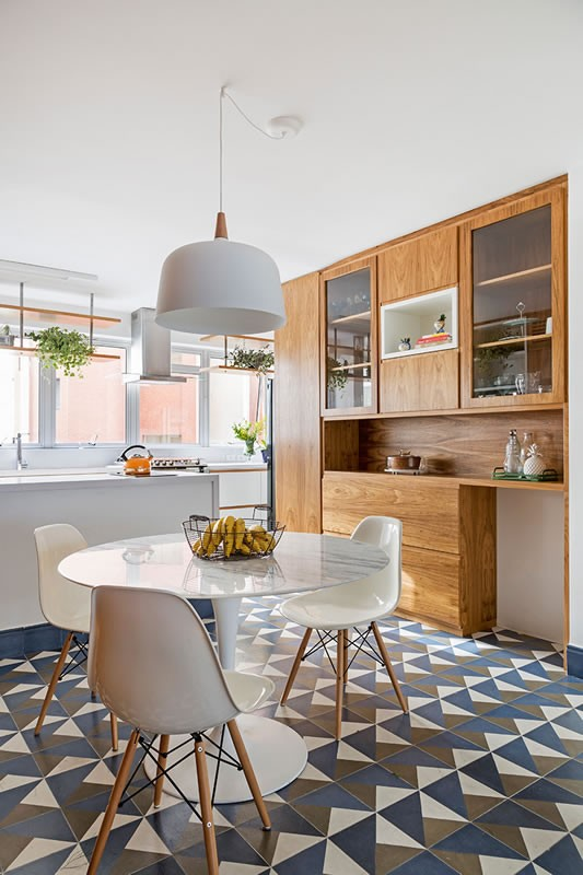Circuito Arq+Decor tria-arquitetura-03 Texturas naturais, plantas e fluidez no apto com 'clima de casa' assinado pelo TRIA Arquitetura PROJETOS