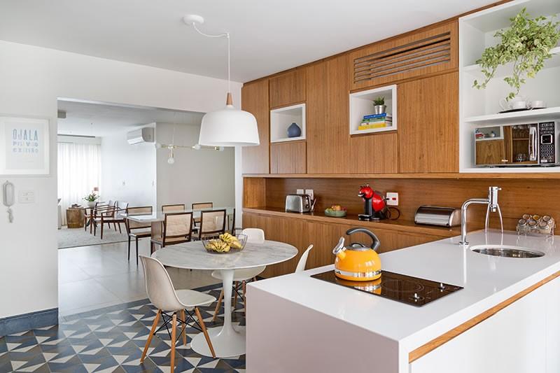 Circuito Arq+Decor tria-arquitetura-06 Texturas naturais, plantas e fluidez no apto com 'clima de casa' assinado pelo TRIA Arquitetura PROJETOS
