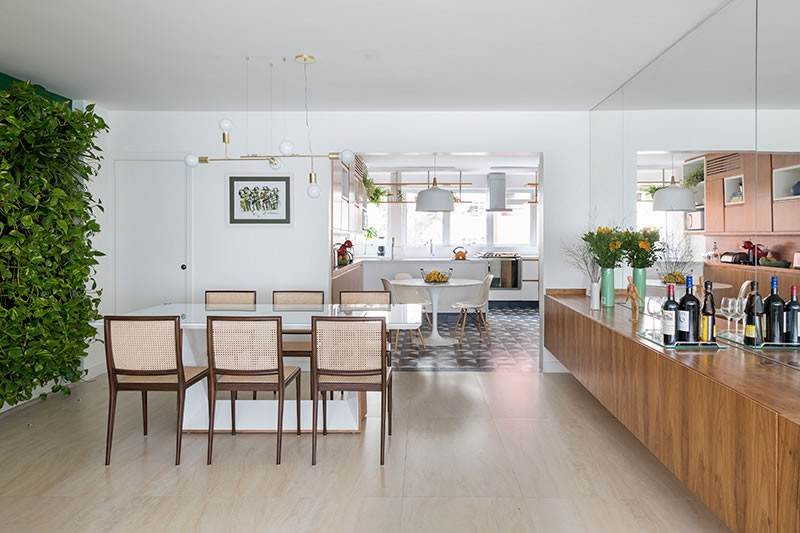 Circuito Arq+Decor tria-arquitetura-11 Texturas naturais, plantas e fluidez no apto com 'clima de casa' assinado pelo TRIA Arquitetura PROJETOS